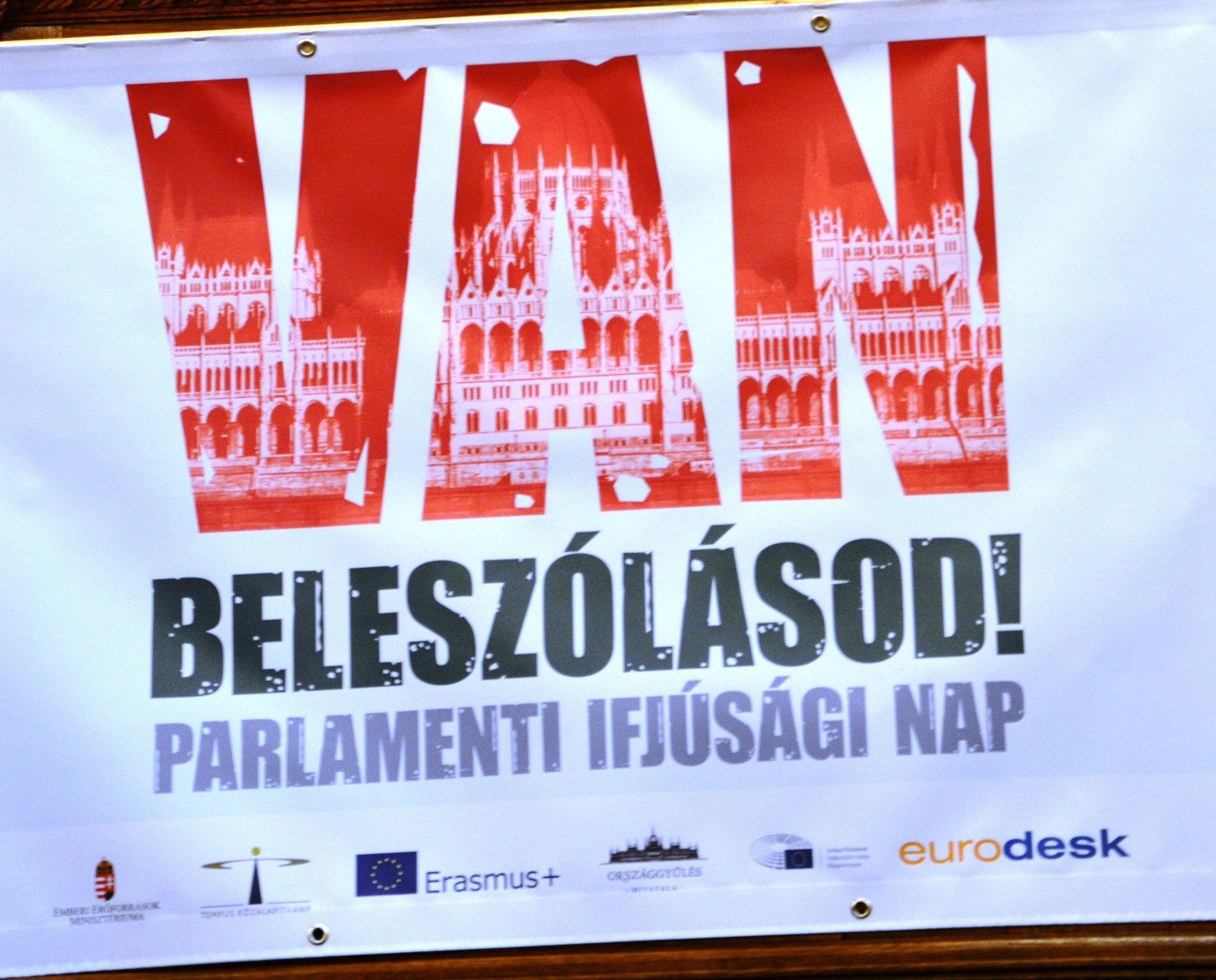 Deákosok a Parlamenti Ifjúsági Napon